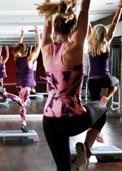 Chicas bailando en una clase de Zumba
