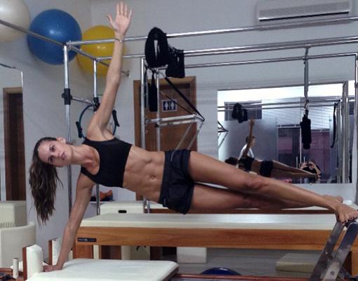 Izabel de Goulart haciendo deporte en el gimansio