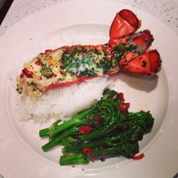 Plato de verduras con langosta