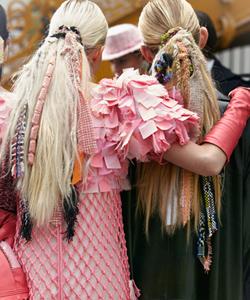 Coletas con rastas de tela de Chanel