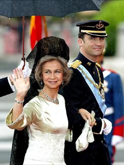 Reina Doña Sofía y el Príncipe Felipe el día de la boda de este con Letizia Ortiz.