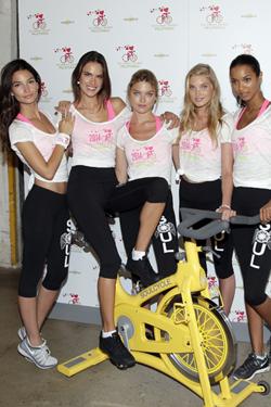 Ángeles de victoria secret con bici