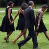 Malia, Michelle y Sasha Obama se van de boda con <em>LBD</em>