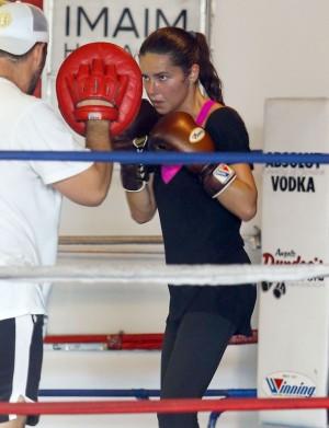 En plena sesión de boxing junto a su entrenador personal.