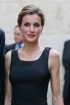 La<em> </em>Reina Letizia seduce de nuevo con un <em>LBD</em> con transparencias en la espalda