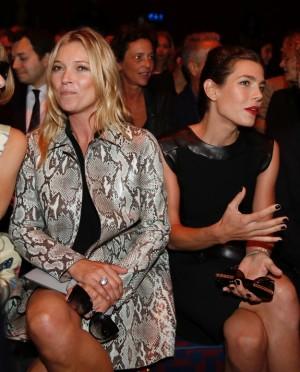 Kate Moss y Carlota de Casiraghi juntas en el front row.