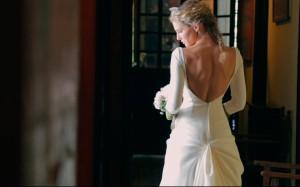 Una novia de espaldas