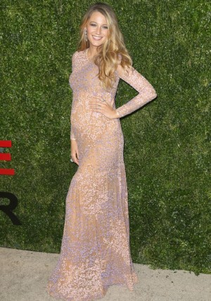 Blake Lively posa en la gala de los Golden Heart Awards.
