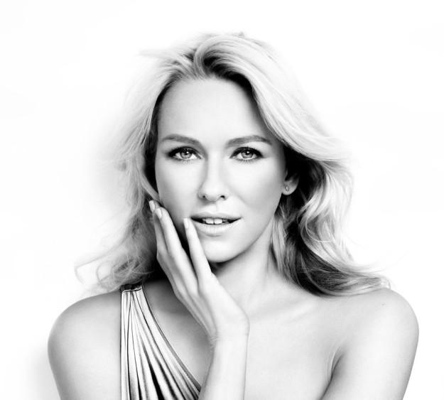 Naomi Watts, también lo vale y se ha convertido en la nueva embajadora de L'Oréal Paris