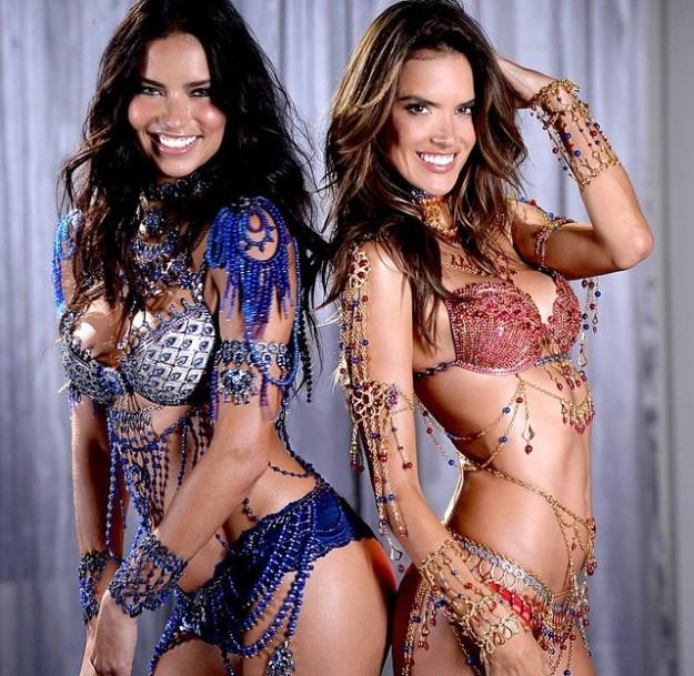 Adriana Lima y Alessandra Ambrosio con los conjuntos de lencería joya Fantasy Bra de Victoria's Secret.
