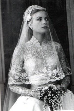 Grace kelly con su vestido nupcial.