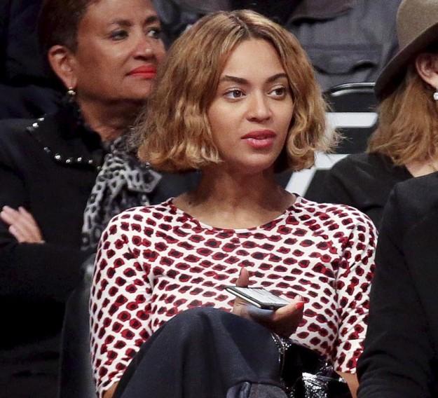 Beyoncé con su nuevo corte de pelo bob ondulado.