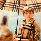 Romeo Beckham protagoniza la nueva campaña de la firma Burberry
