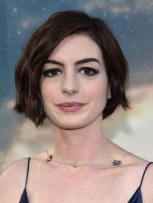 Anne Hathaway y los riesgos del eyeliner