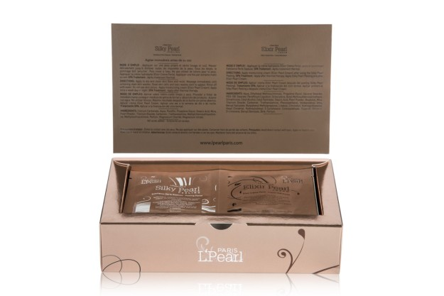 Silky Pearl Peeling es una fórmula profesional, rica en minerales naturales con extracto de Perla.