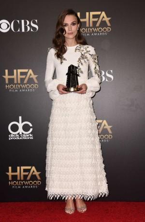 Keira Knightley, de Giambattista Valli en los Hollywood Film Awards