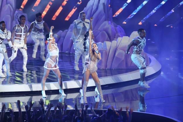 Ariana Grande en concierto.
