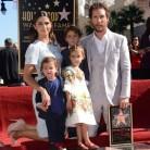 Matthew McConaughey recibe una estrella en el Paseo de la Fama acompañado de su familia
