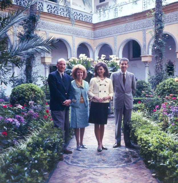Jacqueline Kennedy Onassis y los duques de Alba en el año 1966.