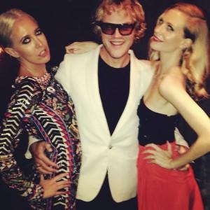 Dundas, Poppy Delevingne y la estilista Sophia Hesketh