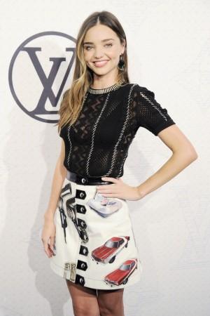 Miranda Kerr con total look de Louis Vuitton