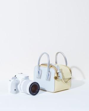 Kit especial de la EOS 100D Blanca con el bolso diseñado por Stella McCartney.