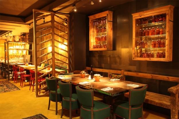 Interior del restaurante L'Eggs.