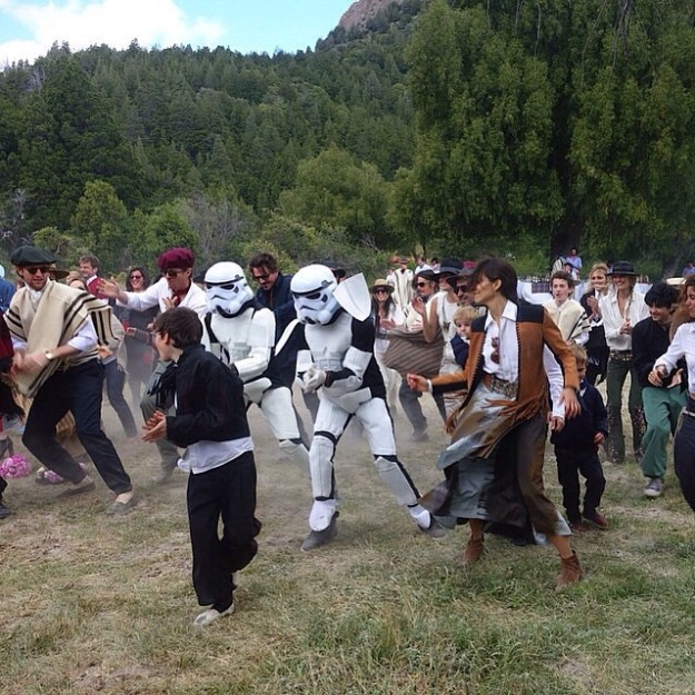 Los invitados sorprendieron a los novios con un flashmob, ¡con personajes de Star Wars!