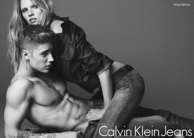 Bieber posa con Lara Stone en la campaña, que llegará en primavera.
