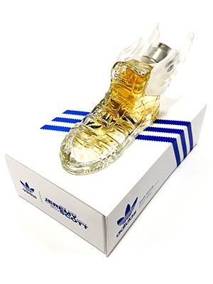 El perfume de Jeremy Scott para Adidas con su mini caja.