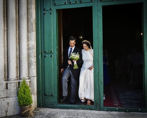 La ceremonia religiosa que unió en matrimonio a Elena y Javier, se celebró en la iglesia Santa María de la Antigua en la ciudad de Valladolid.