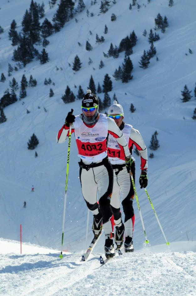 Dos esquiadores de fondo.
