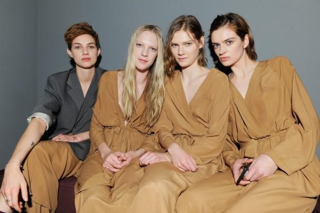 Las cuatro modelos femeninas del desfile.