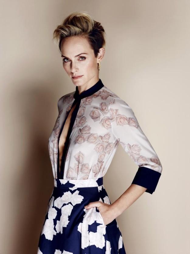 Amber Valletta posa para TELVA febrero con la colección eco de Yoox que ha comisariado.