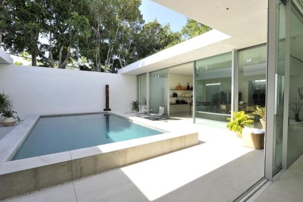 Sí, la tienda de la firma de las Olsen en L.A. tiene una piscina.
