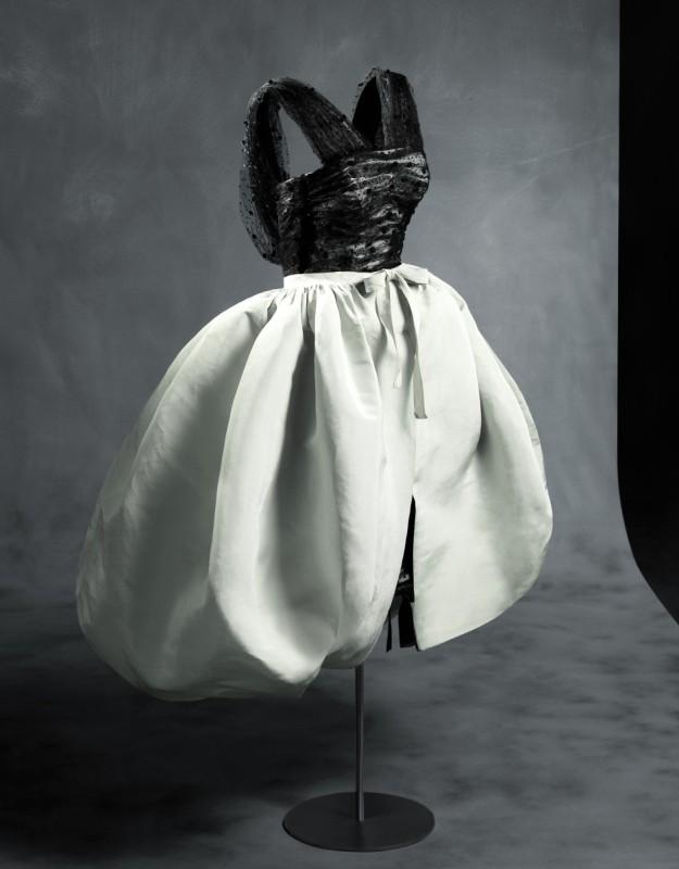 Diseño de Balenciaga en 1956 con silueta globo.