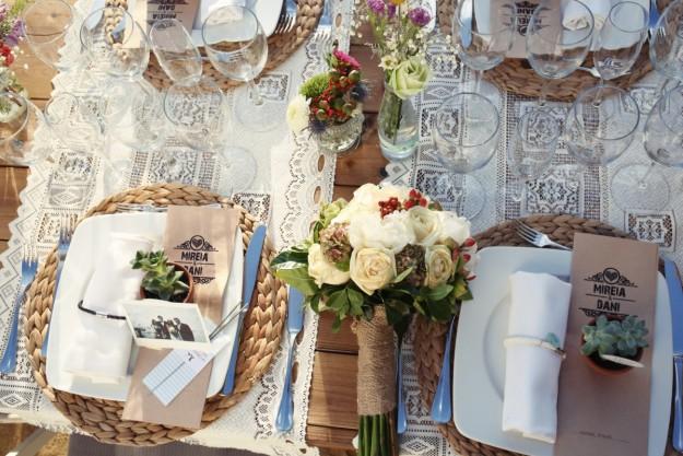 La cena que se celebró en un patio situado en la parte trasera de la masía donde todos los invitados pudieron degustar el exquisito menú.