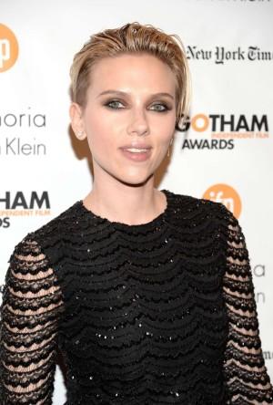 Scarlett Johansson y su corte de pelo efecto mojado