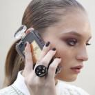 Modelo & smartphone, la pareja del momento