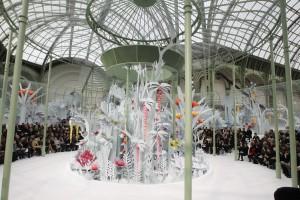 El Grand Palais convertido en una auténtica jungla para el desfile de Chanel Alta Costura Primavera Verano 2015.