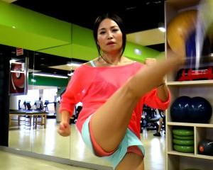 Usun Yoon quemando calorías en Rebbok Sports Club