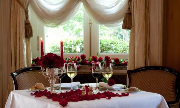 Mesa de inrpiración romántica.