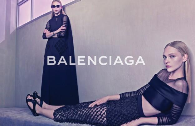 Sasha Pivovarova protagoniza la campaña de Balenciaga