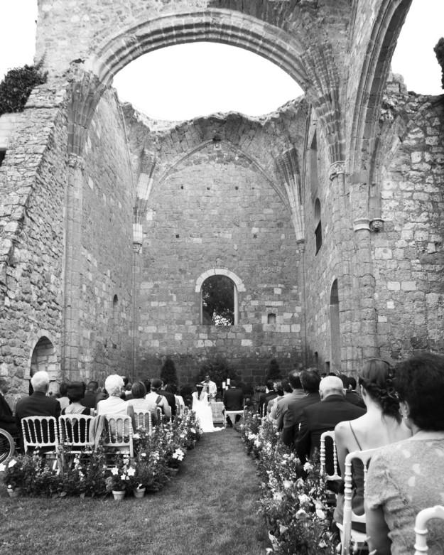 La ceremonia religiosa que unió en matrimonio a Raúl y Sarah se celebró en Los Claustros de Ayllon.