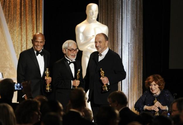 Hayao Miyazaki aceptando su Oscar de Honor el pasado mes de noviembre.