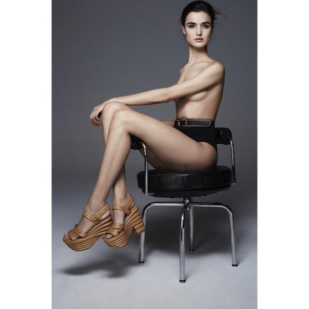 Blanca Padilla participa en la nueva edición de 'CR Fashion Book', la publicación de Carine Roitfeld.