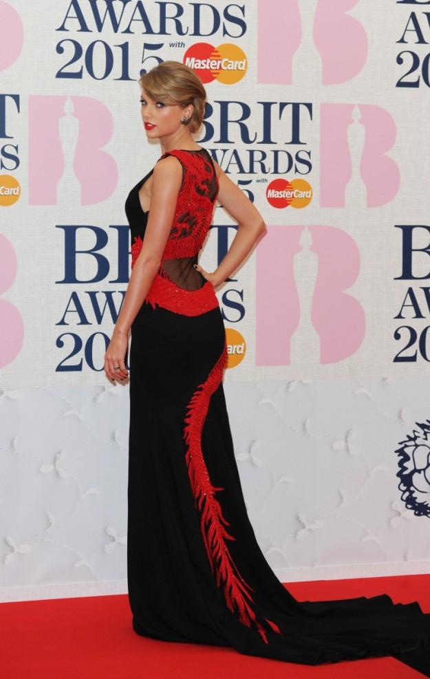 Taylor Swift con un vestido de Roberto Cavalli Atelier.