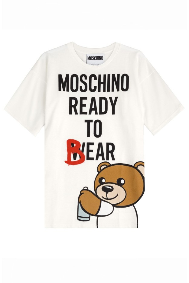 Jeremy Scott saludó en su desfile de Milán con este modelo de camiseta