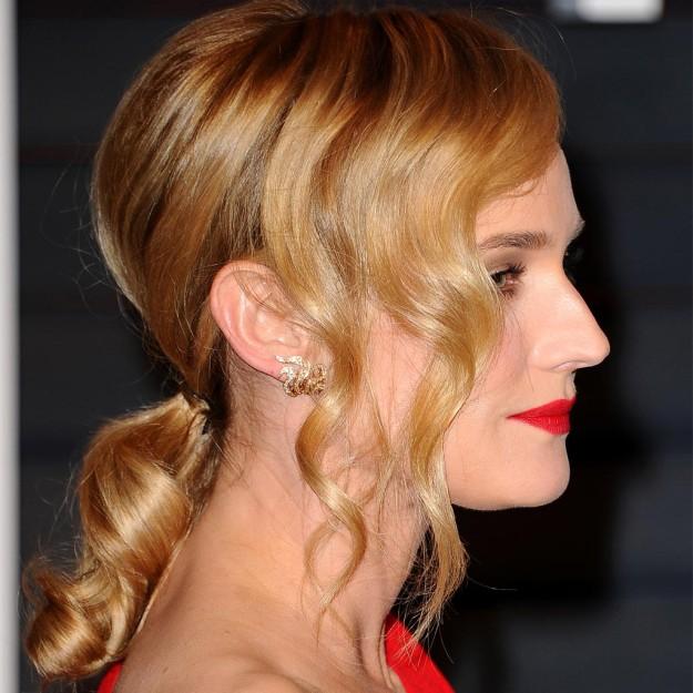 Peinados para situaciones de trabajo: Diane Kruger y la coleta baja ondulada para entrevistas de trabajo