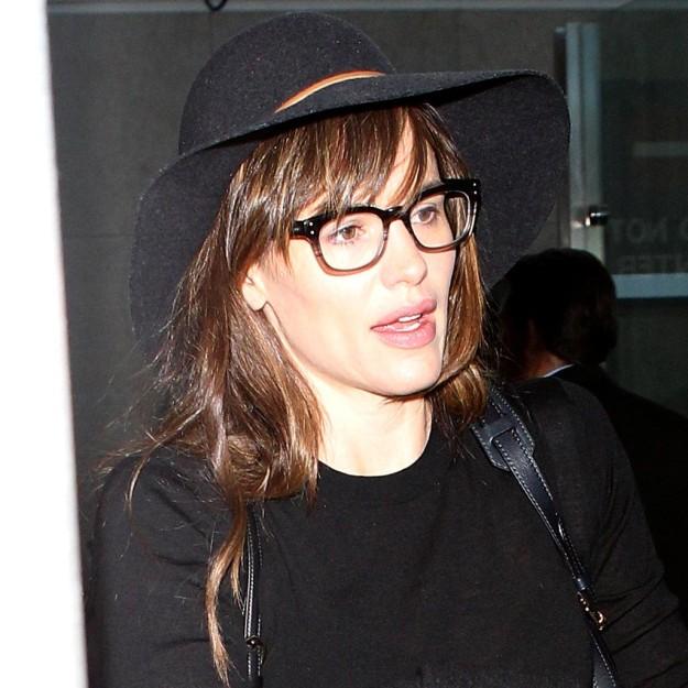 Peinados para ir a trabajar: Jennifer Garner y su melena boho con flequillo y sombrero